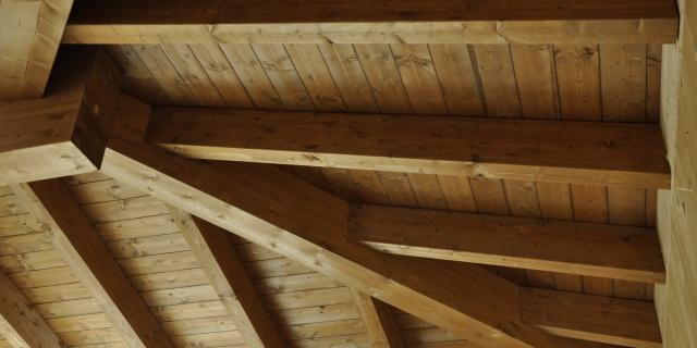 particolare del tetto costruzione residenziale progettata da edicom